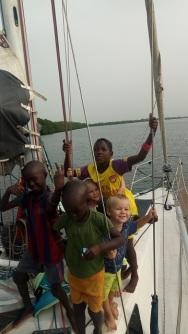 Avec les copains sur le bateau